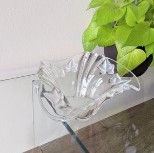 Vintages Vines Clear Glass Frosted Leaf Candy Dish Bowl Wavy Rim Decor Piece
